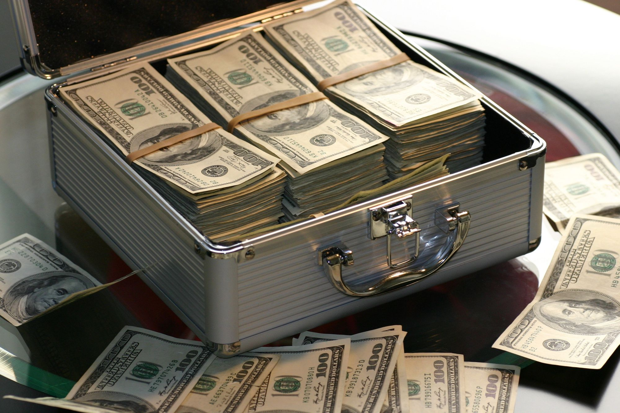 Bootstrapped founder vs Funded entrepreneur: The Ultimate Showdown